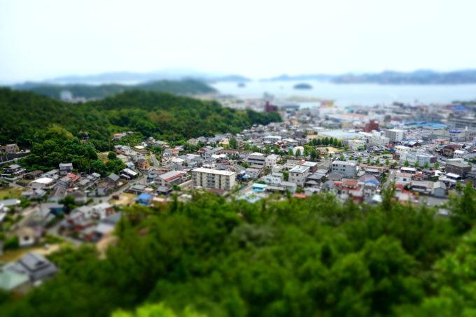 高台から撮影した宇野の町並み