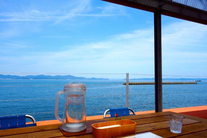 豊島のレストラン「港のレストラン」から眺める瀬戸内海