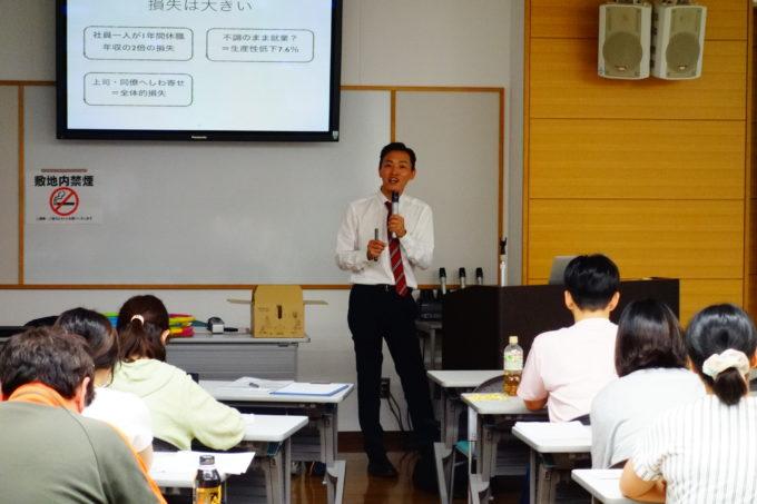 岡山県看護協会にて講演をする施設長