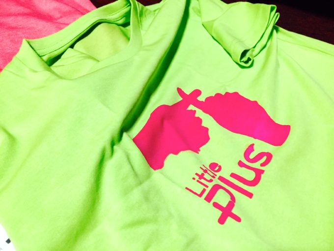 グリーンのリトルプラス手作りTシャツ