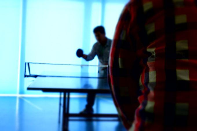 卓球する様子