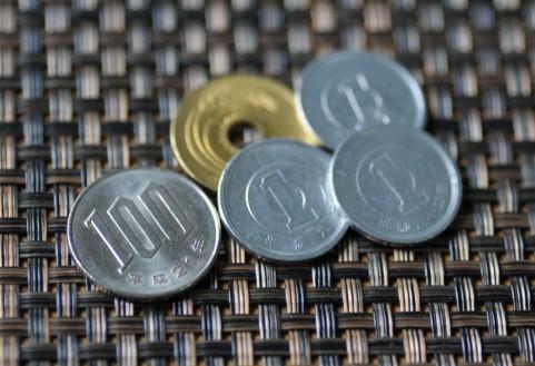 100円などの硬貨