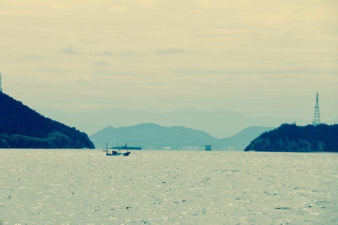 船が航行する瀬戸内海