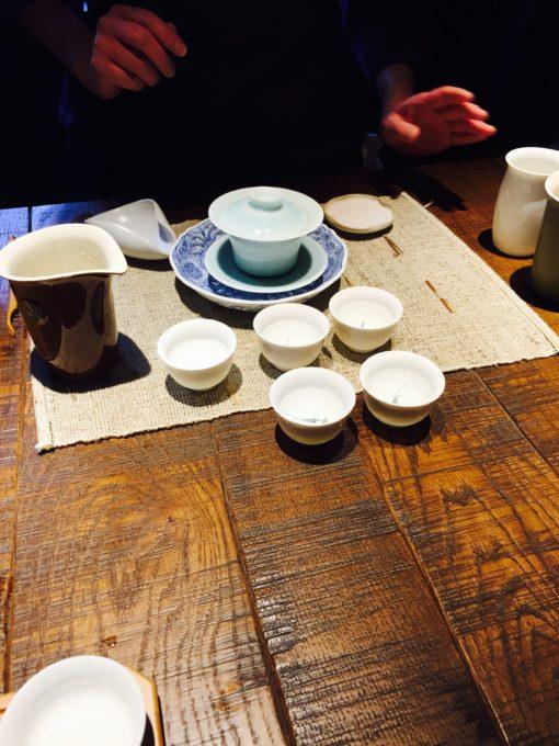 お茶席でお茶を飲む