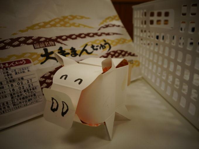 紙で作った豚