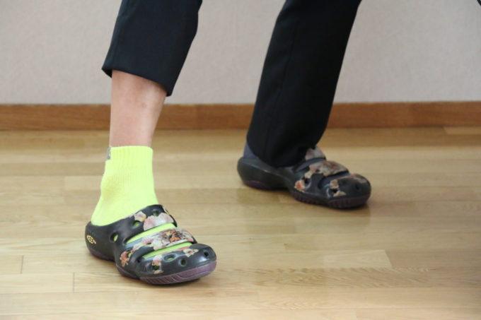 サンダルと靴下のコーディネート