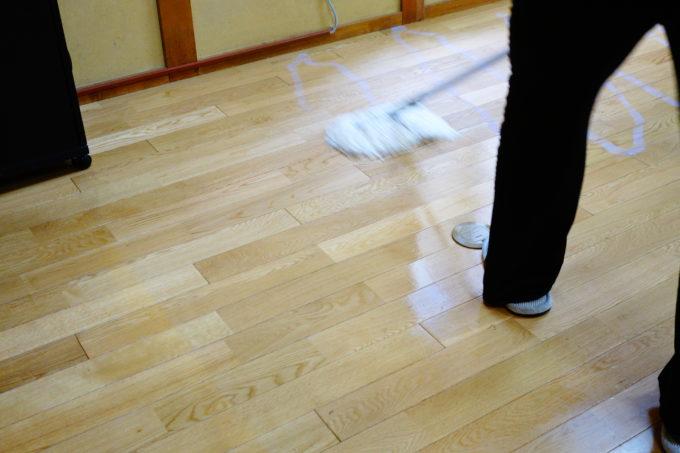 床も綺麗に拭き掃除